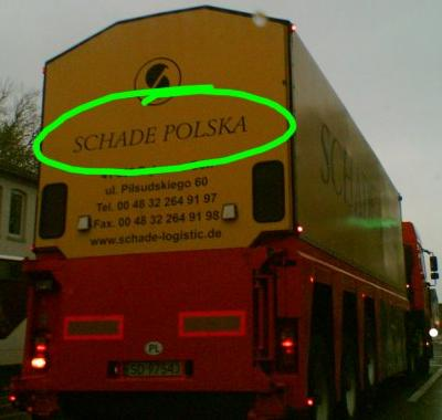 LKW mit Aufschrift 'Schade Polska'