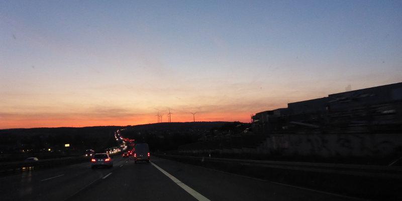 Abendimpression auf der Autobahn.