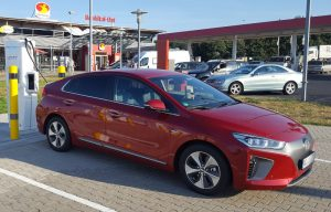 Unser Hyundai Ioniq Electric an Ionity Ladesäule Brohltal-Ost